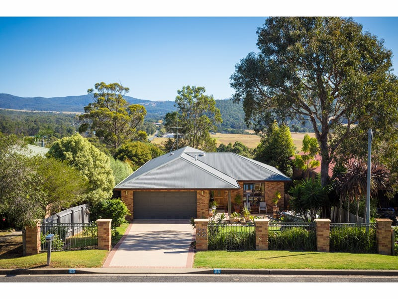 25 Lloyd Street, South Pambula, NSW 2549
