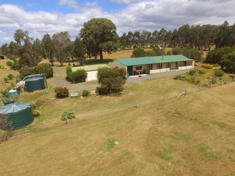 28 Field Road, Heathcote, Vic 3523