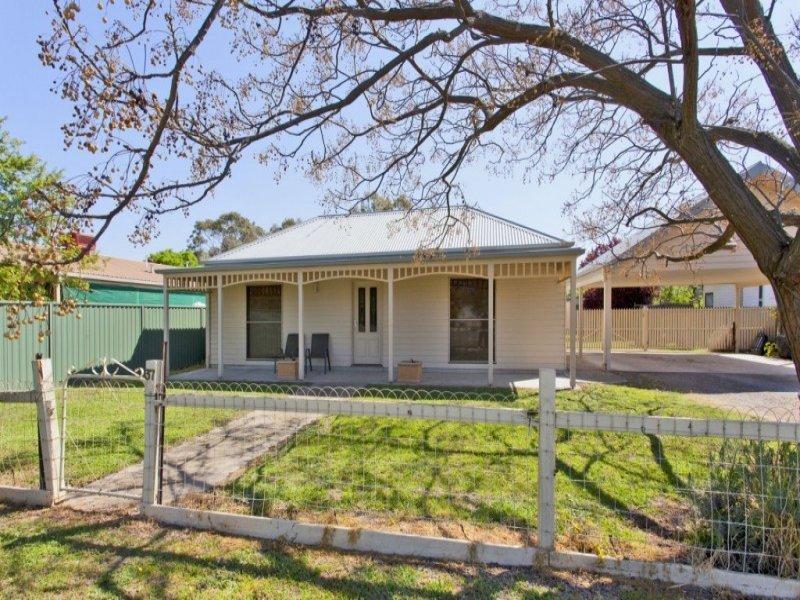 37 Larmer Street, Howlong, NSW 2643