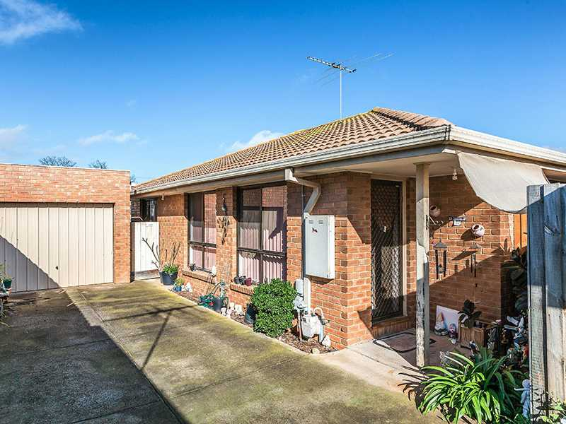 Unit 2/15 Acacia Crescent, Melton South, Vic 3338