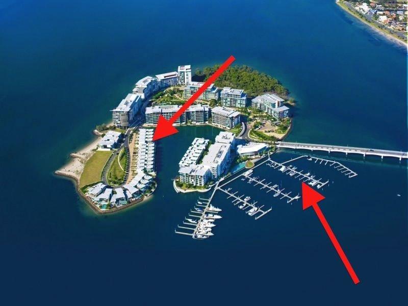 8104 Ephraim Island, Paradise Point, Qld 4216
