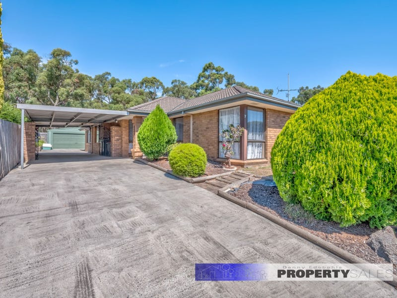 7 McMillan Court, Newborough, Vic 3825
