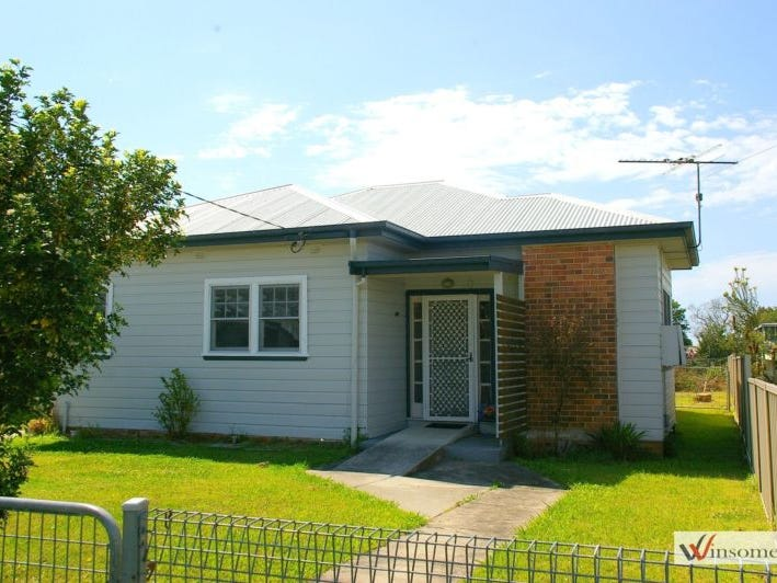 17 Russell Avenue, Smithtown, NSW 2440