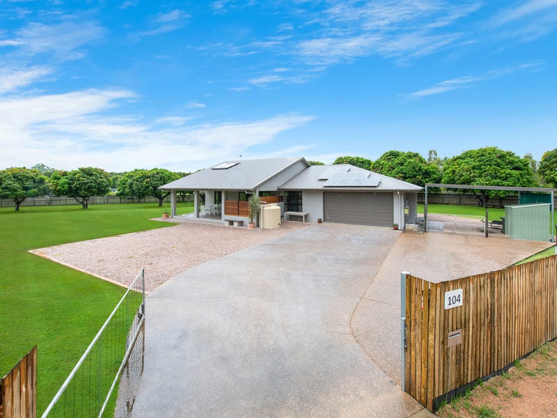 104 Toolakea Beach Road, Bluewater, Qld 4818