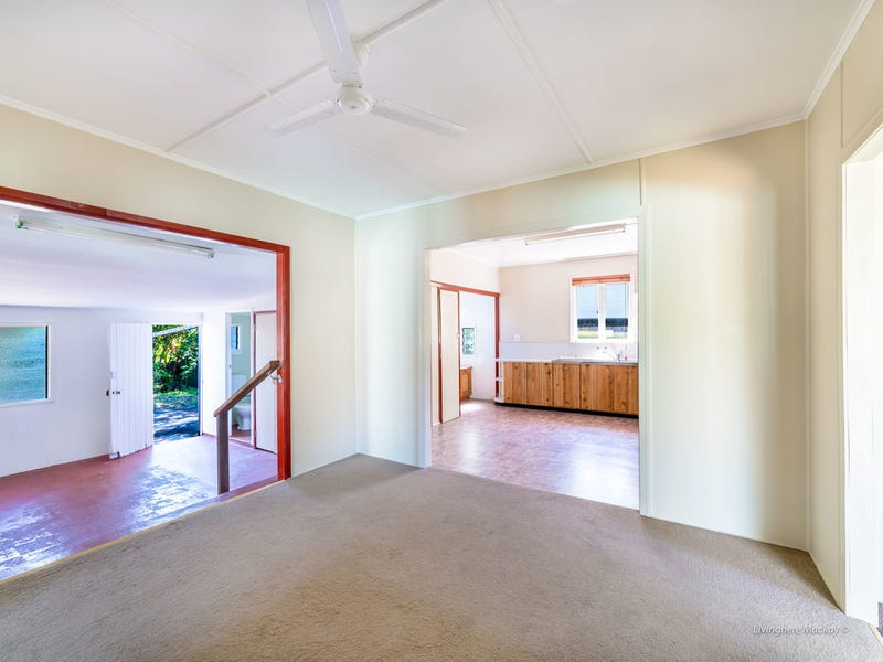 4 EAGLE STREET, Slade Point, Qld 4740