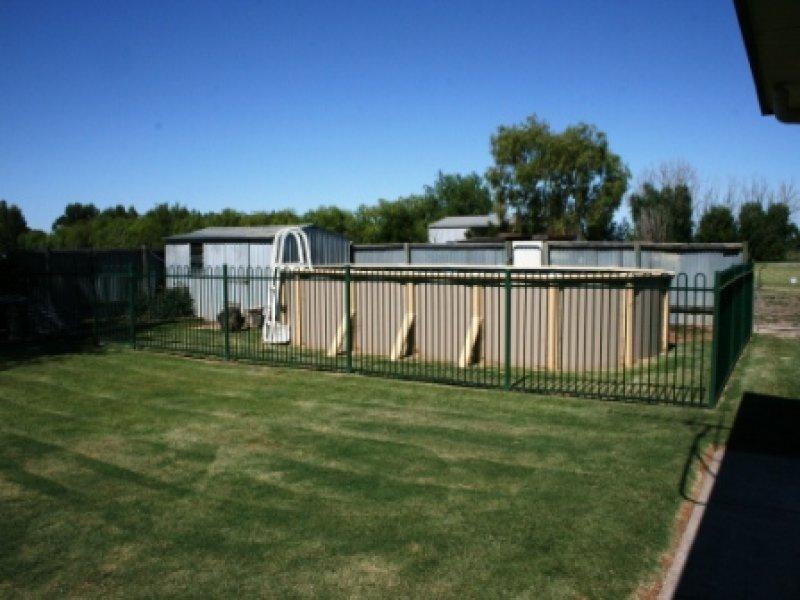 40 Heslop Road, Beverford, Vic 3590