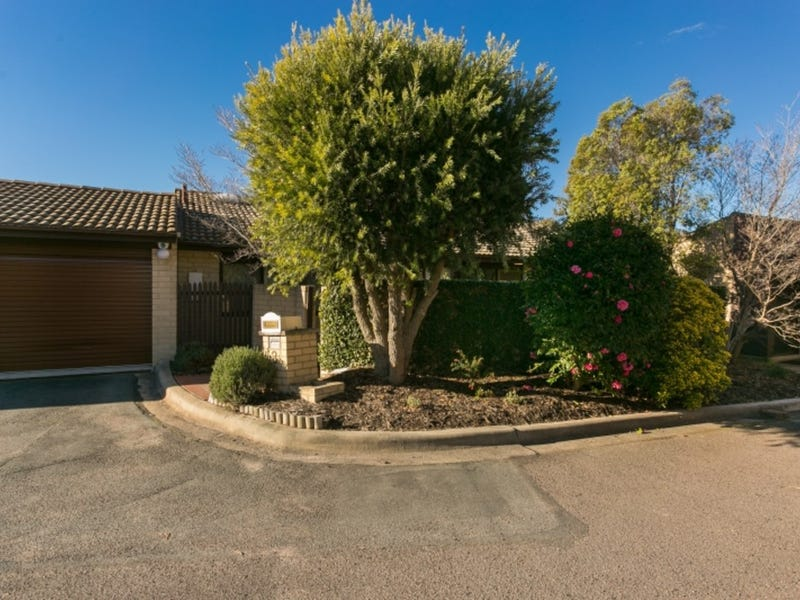 3/4 Hodgson Place, Pearce, ACT 2607