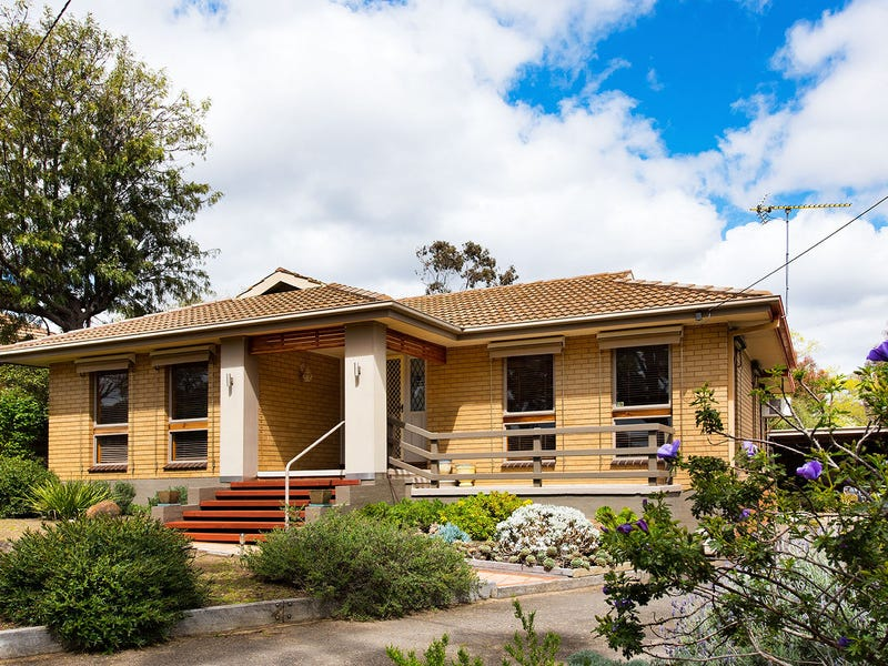 52 Parker Street East, Castlemaine, Vic 3450
