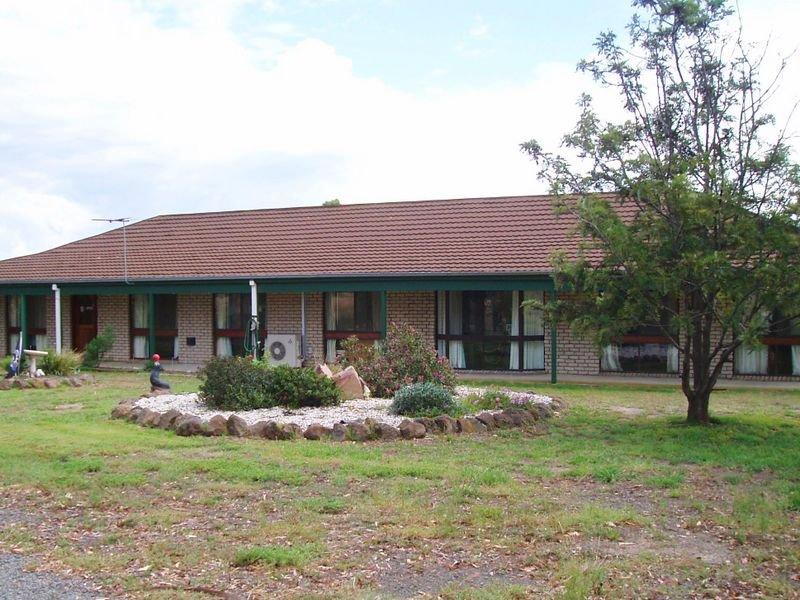 12 Fox's Road West, Cowwarr, Vic 3857
