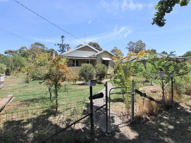 17 Melbourne Road, Creswick, Vic 3363