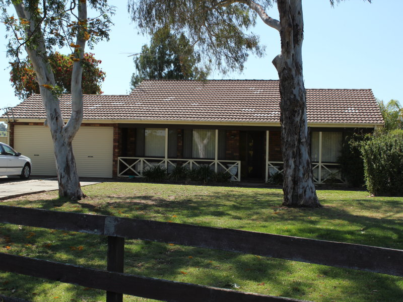 222 Racecourse Av, Menangle Park, NSW 2563