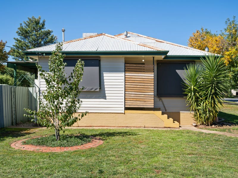 19 Gowrie Parade, Mount Austin, NSW 2650