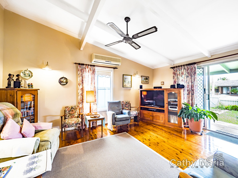 79 Campbell Parade, Mannering Park, NSW 2259