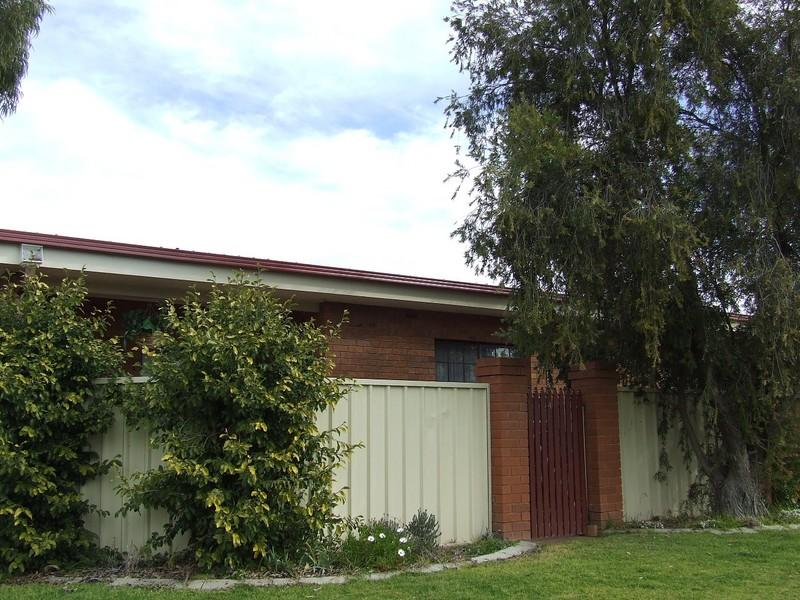 Unit 4, 42 Inglis Street, Lake Albert, NSW 2650
