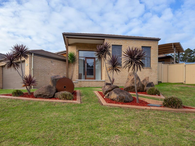 19 Canning Crescent, Sunshine Bay, NSW 2536