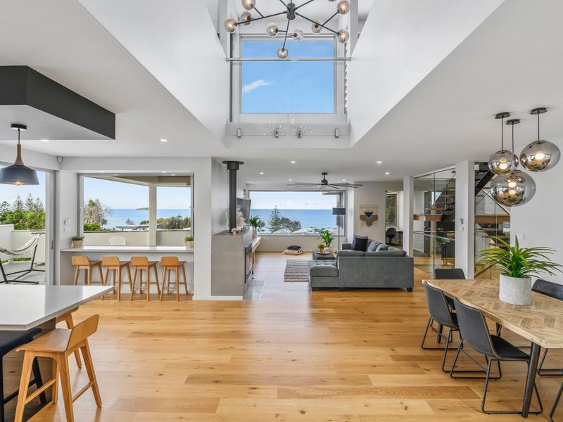 6 Beachview Drive, Sapphire Beach, NSW 2450