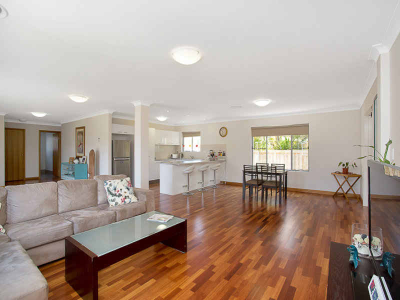 82 Sovereign Drive, Mermaid Waters, Qld 4218
