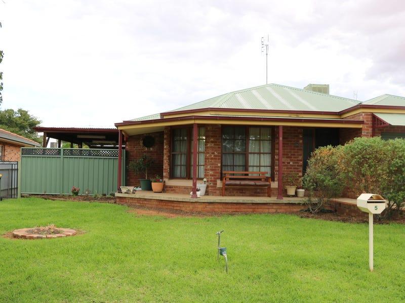 5 CHRISTINA CLOSE, Parkes, NSW 2870
