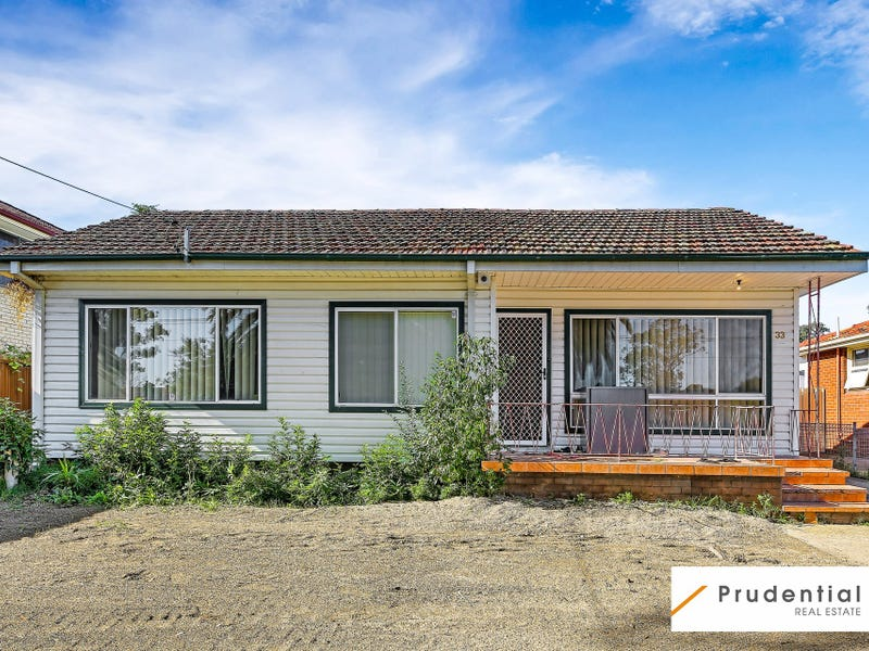 33 Hurlstone Avenue, Glenfield, NSW 2167