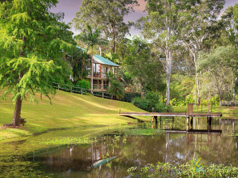 101 Boscombe Road, Brookfield, Qld 4069