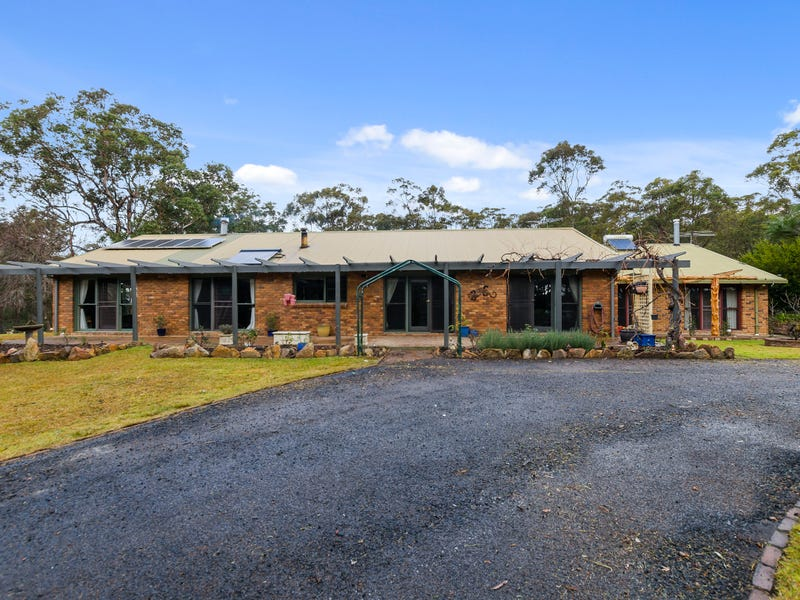 27 Elizabeth Way, Hill Top, NSW 2575
