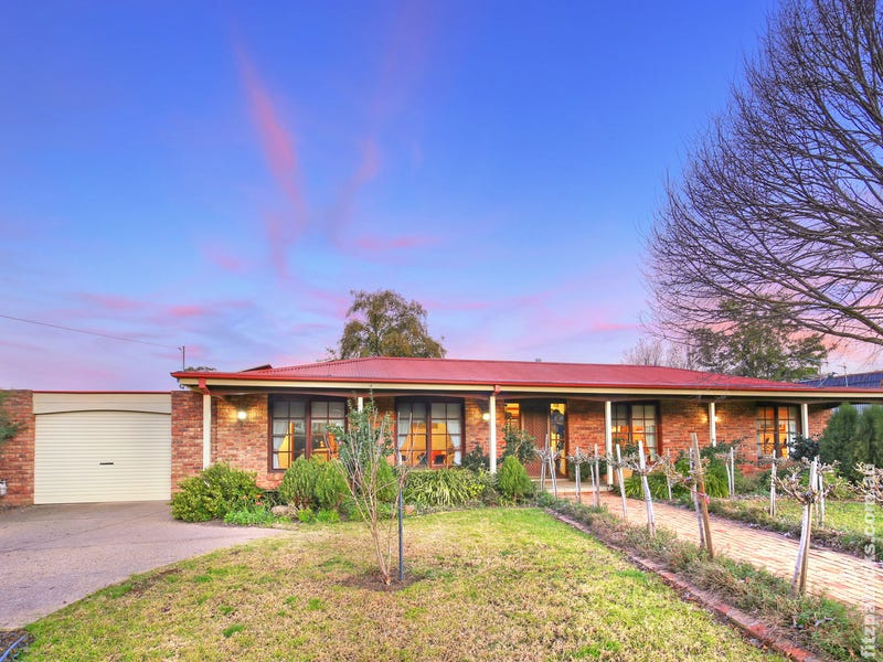 110 Dalkeith Avenue, Lake Albert, NSW 2650