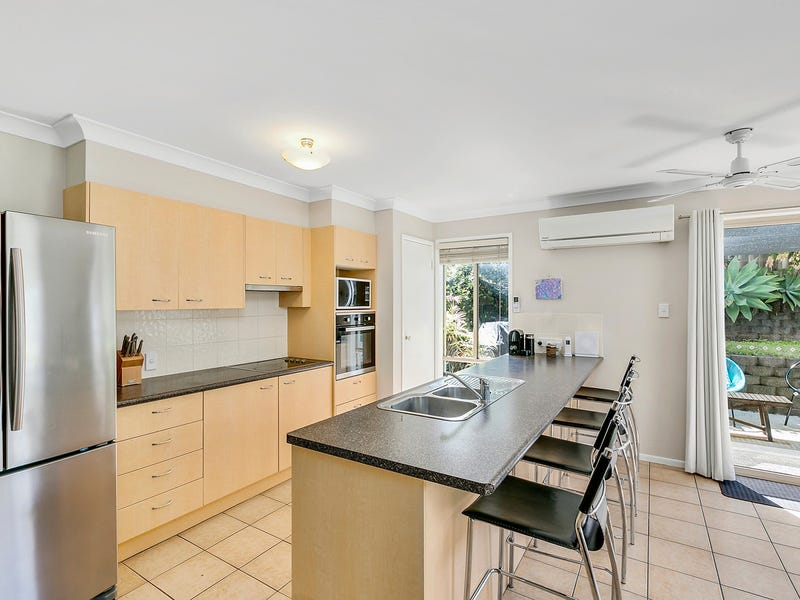 2/1 Ainsworth Street, Pacific Pines, Qld 4211