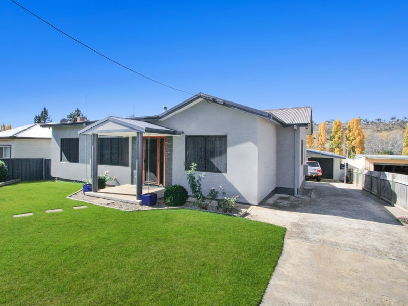 6 NEUSS AVE, Cooma, NSW 2630