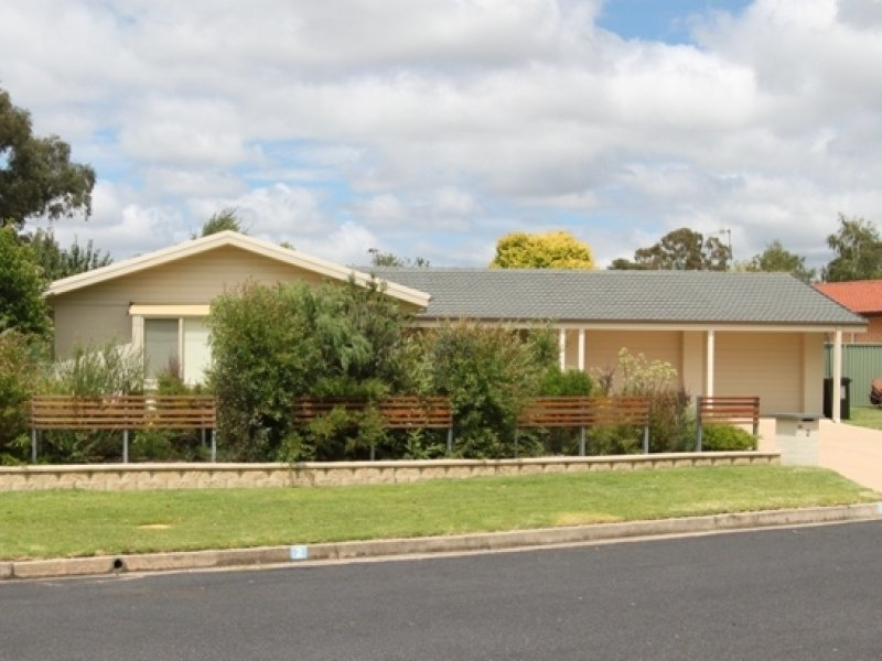 2 Northcott Drive, Bathurst, NSW 2795