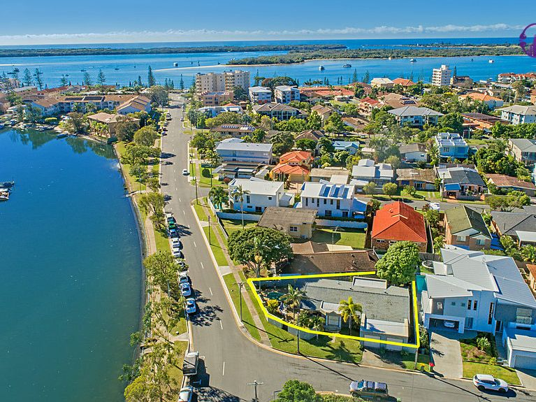 30 Burrows Street, Biggera Waters, Qld 4216