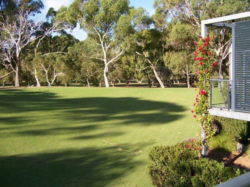 9 Golfers Retreat, Halls Head, WA 6210