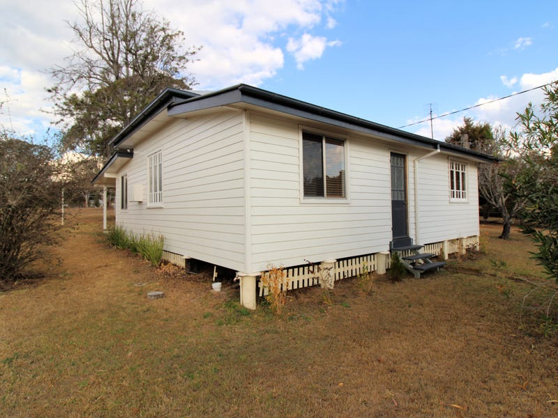 12 Dale Street, Crows Nest, Qld 4355