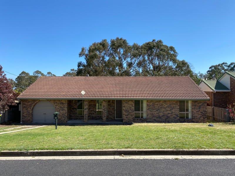 12 Robinson Avenue, Glen Innes, NSW 2370