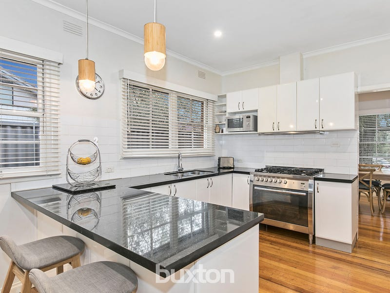 10 St Cuthberts Avenue, Dingley Village, Vic 3172