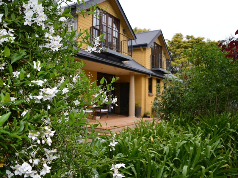 6 Farnborough Drive, Moss Vale, NSW 2577