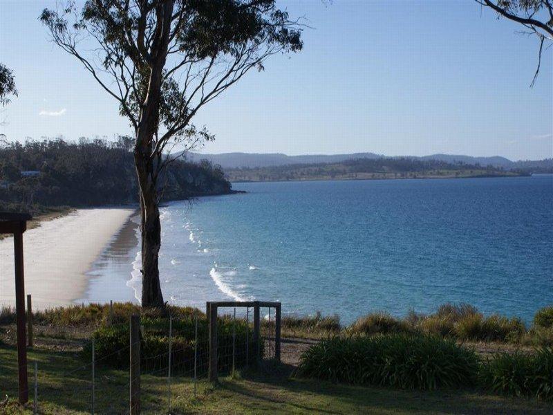 5 Bluff Road, Spring Beach, Tas 7190
