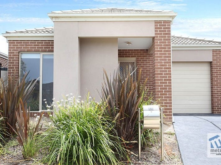 18 Pleven Rise, Clyde North, Vic 3978