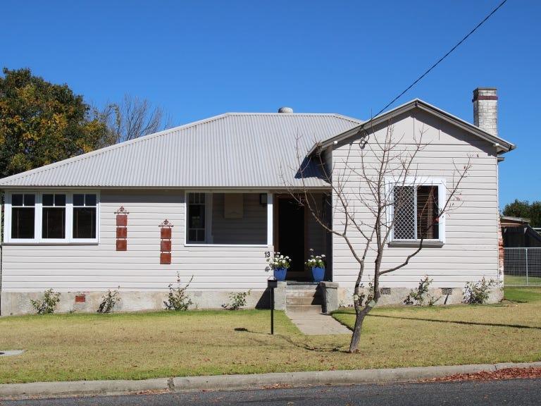 13 Molesworth Street, Tenterfield, NSW 2372