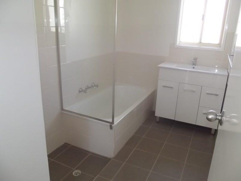 8 Hermit Street, Roxby Downs, SA 5725