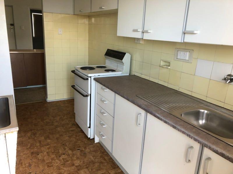 3/227 Hoskins, Temora, NSW 2666
