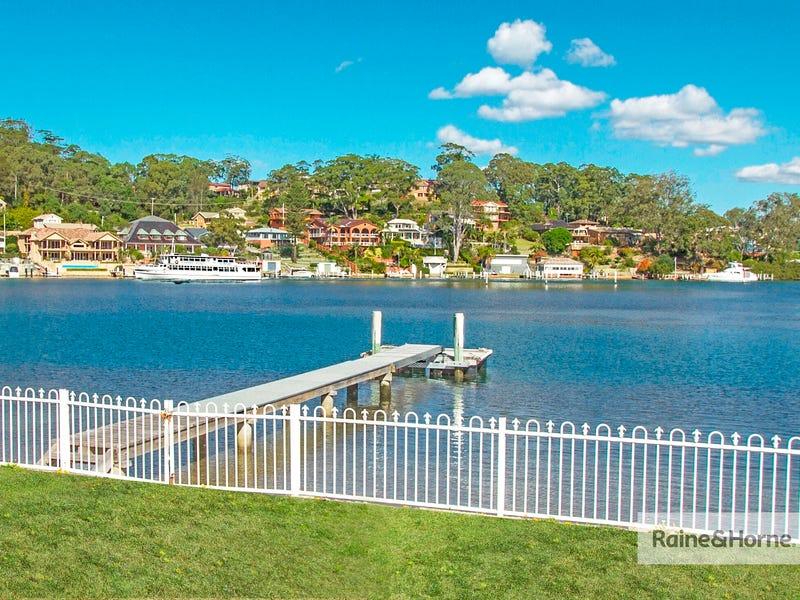 8 Helmsman Boulevard, St Huberts Island, NSW 2257