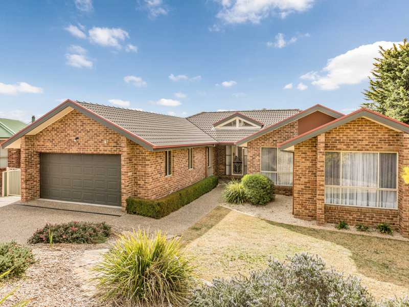 8 Johanna Moore Avenue, Jerrabomberra, NSW 2619