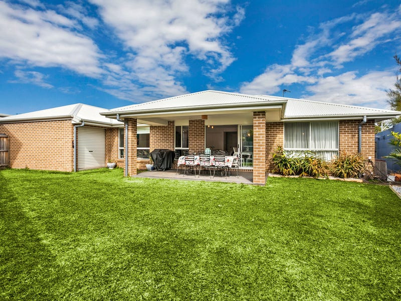 24 Samuel Close, Thirroul, NSW 2515