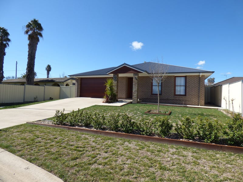 15 Lachlan Close, Young, NSW 2594