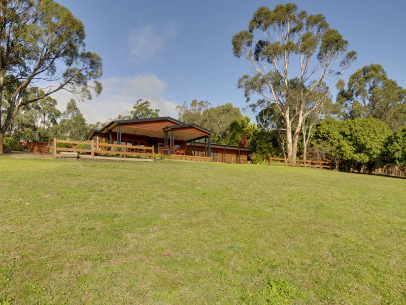 190 Pearces Track, Hernes Oak, Vic 3825