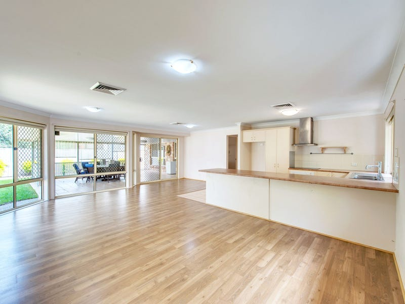 13 Pintail Cr, Forest Lake, Qld 4078