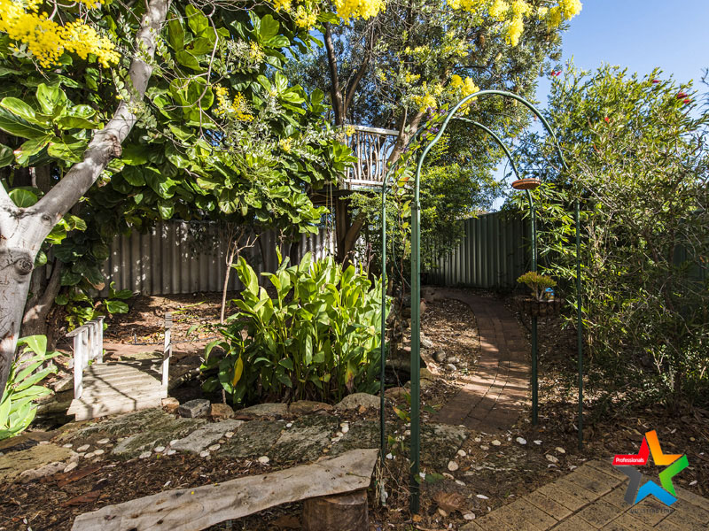 6 Valley Brook Road, Caversham, WA 6055