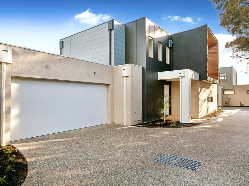 2/11 Ti-Tree Grove, Mornington