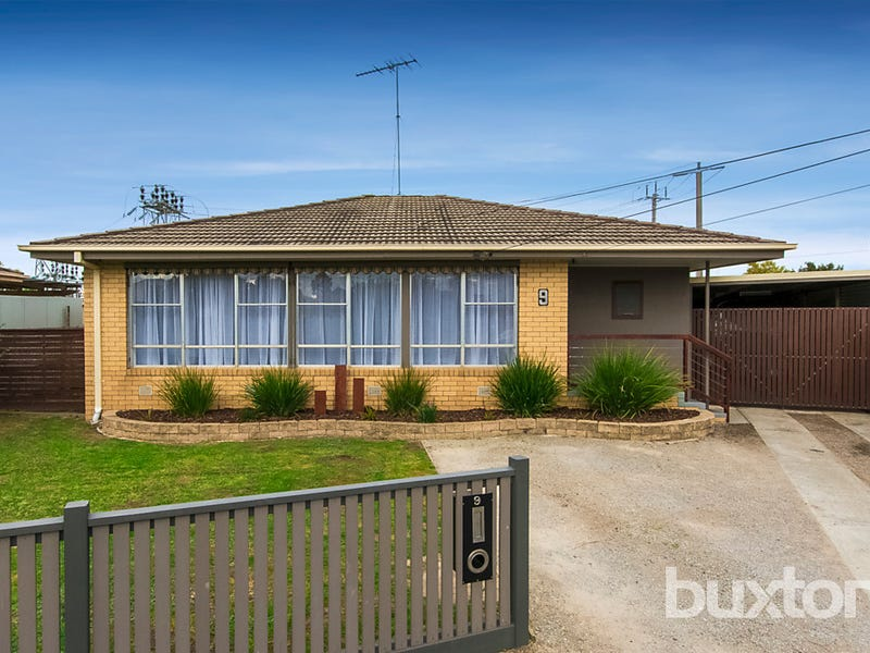 9 Young Street, Breakwater, Vic 3219