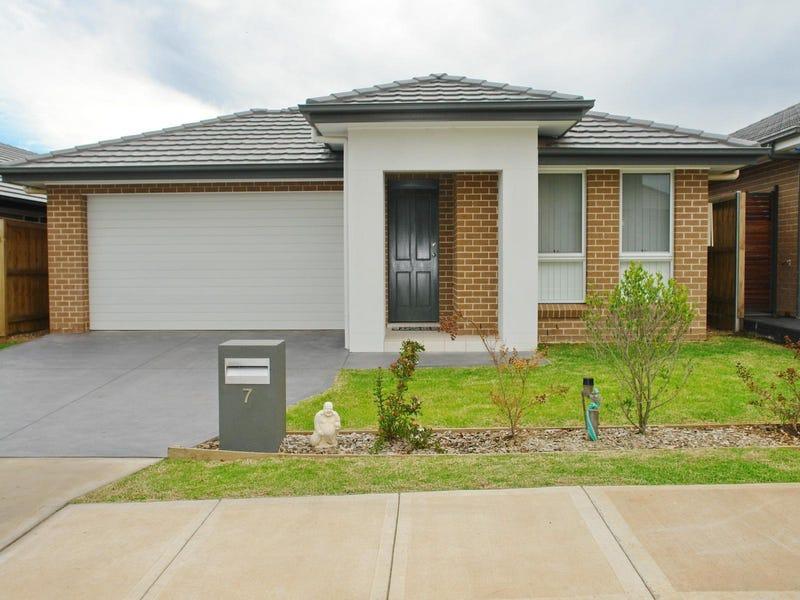 7 Caledonia Crescent, Gledswood Hills, NSW 2557